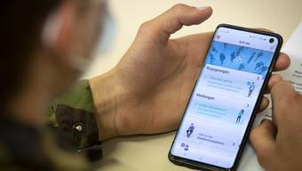 Die Zahl der Covid-19-Neuinfektionen sinkt. Das macht das  «Contact Tracing» wieder möglich. Basel-Stadt behilft sich dabei auch einer eigenen App, ebenso stellt der Bund eine Anwendung in Aussicht.