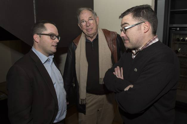 Roger Huber, links, im Gespräch an der FDP-Wahlfeier im ehemaligen Black Ball.