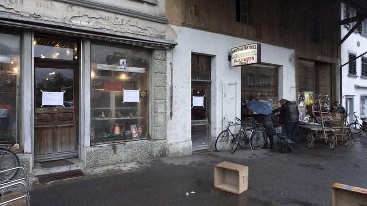 «Eisenwaren Farben-Lacke Sämereien Bächle»: So ist der Laden des verstorbenen Paul Bächle immer noch angeschrieben.
