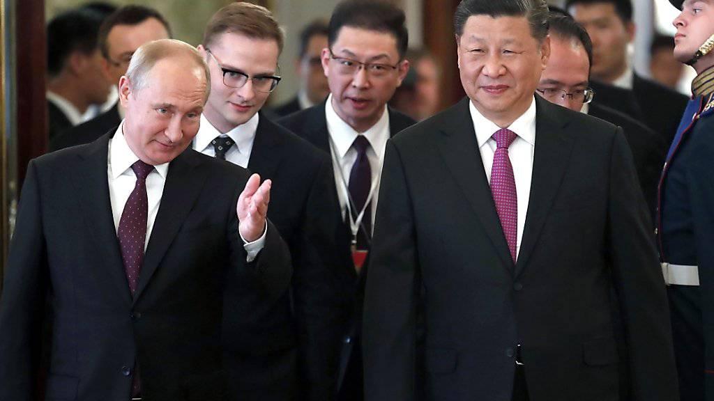 Der russische Präsident Wladimir Putin hat seinen chinesischen Amtskollegen im Kreml empfangen.
