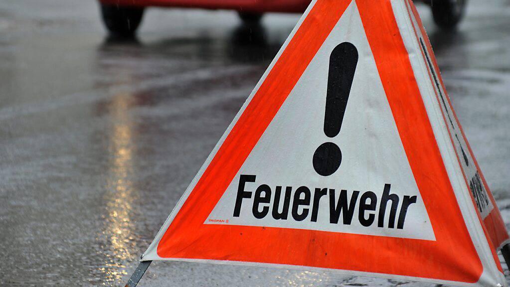 Beim Brand eines Einfamilienhaus im thurgauischen Wuppenau hat sich der 57-jährige Bewohner Verbrennungen zugezogen. Er wurde in eine Spezialklinik geflogen. (Archivbild)