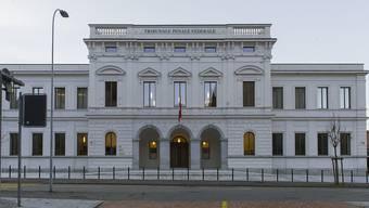 Die Beschwerdekammer des Bundesstrafgerichts hat eine Beschwerde von Ousman Sonko gegen seine Untersuchungshaft abgewiesen. (KEYSTONE/Tatiana Scolari)