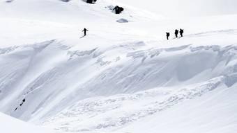 An Heiligabend herrscht in vielen höher gelegenen Gebieten der Alpen grosse Lawinengefahr. (Themenbild)