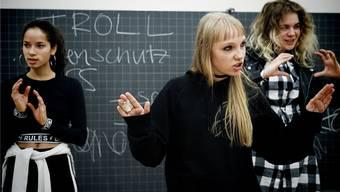 Künftig werden weniger Schulklassen im Publikum der freien Theater Basels sitzen. Das Erziehungsdepartement muss sparen.