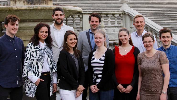 Die Kandidatinnen und Kandidaten der Jungen CVP Kanton Solothurn vor der St. Ursenkathedrale.