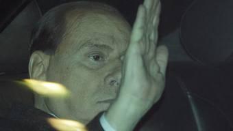 Silvio Berlusconi verlässt das Gericht in Mailand