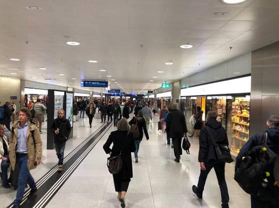 Fiat Lux am Zürcher Hauptbahnhof: Um 18 Uhr war der ganze Spuk vorbei.