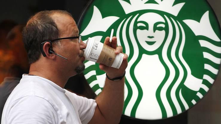 Die Plantage verfügte über das Starbucks-Label C.A.F.E., der Kaffee-Gigant bezog aber seit 2016 keine Bohnen mehr von der Plantage. (Archivbild)