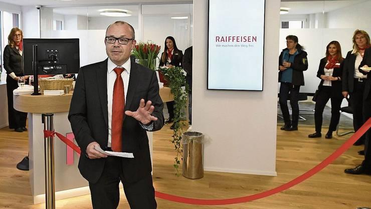 Die Nähe zu den Kunden weiter pflegen: Iwan Suter, Vorsitzender der Bankleitung der Raiffeisenbank Lägern-Baregg, an der Einweihung der Filiale in Birmenstorf.