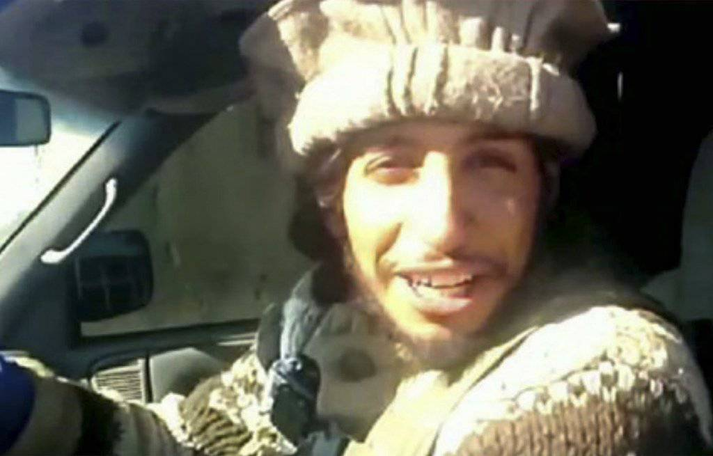 Der mutmassliche Drahtzieher Abdelhamid Abaaoud wird noch in der Wohnung vermutet. (Militant video via AP)