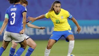 Brasiliens Starspielerin Marta schoss ihr Team gegen Italien (1:0) in die Achtelfinals. Mit ihrem 17. WM-Tor stellte die sechsmalige Weltfussballerin einen geschlechtsübergreifenden Rekord auf