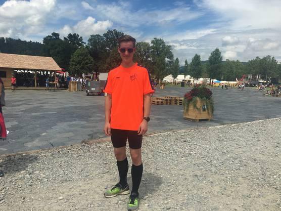 Alex Sejo (17), TV Rafz (ZH): «Dieses Outfit ist rund drei Jahre alt. Eine Kommission stellt dem Verein jeweils ein paar Designs vor und einer der Vorschläge wird dann in einem demokratischen Entscheid ausgewählt.»