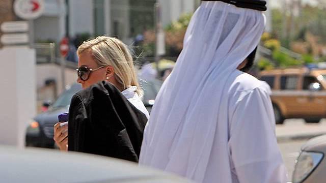 Die verurteilte Britin auf dem Weg ins Gericht von Dubai