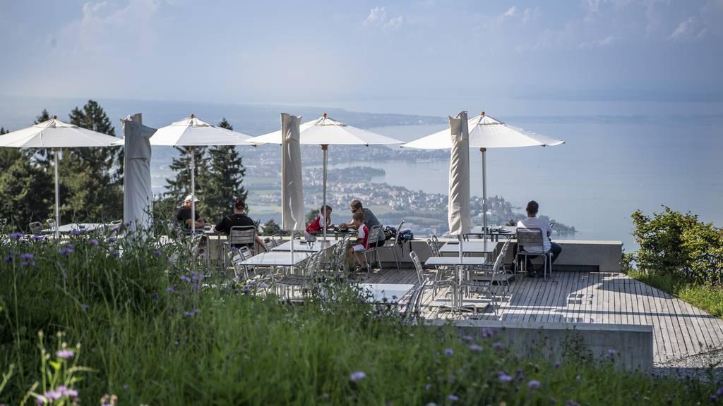 Geniessen mit wunderbarem Blick auf den Bodensee: Das kann man beim Fünfländerblick.