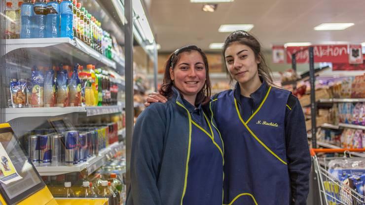 Vorbereitet: Lehrtochter Letizia Schiavone (21, links) und Rachiele Nicholetta (17).