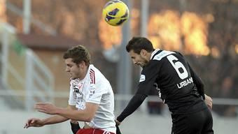 1:0-Schütze Schürpf mit Kofpball-Duell mit Lugano Orlando Urbano.