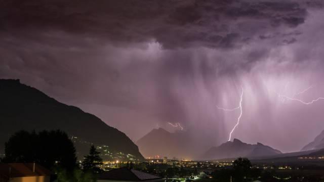 Heftiges Gewitter über dem Churer Rheintal am 10. Juni