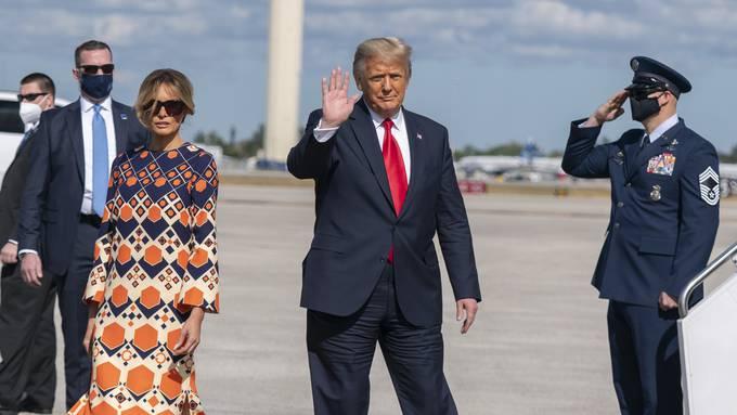 Donald Trump und seine dritte Ehefrau Melania kurz nach ihrer Ankunft in ihrer Wahlheimat Palm Beach am vergangenen Mittwoch.