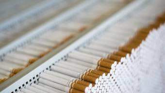 In Frnakreich kommen die Zigaretten künftig nur noch in neutrale, einheitlich gestaltete Päckchen