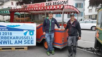 OK-Präsident Reto Grütter und Michael Galli bei den letzten Vorbereitungen.