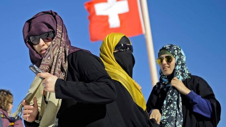 Mit Petrodollars im Handgepäck: zahlungskräftige arabische Touristinnen auf dem Jungfraujoch.Keystone