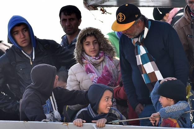 Am Samstag trafen erneut 454 Migranten in der sizilianischen Stadt Messina ein_0005