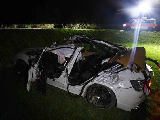 Bei einem Autounfall ist ein 17-jähriger Jugendlicher getötet worden. Am Steuer des Fahrzeugs sass ein 18-jähriger Lernfahrer, der das Auto zuvor in Chur einem Familienangehörigen entwendet hatte.