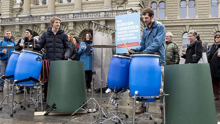 Die Initianten bei der Einreichung zur Unterschriften der Trinkwasserinitiative. Der Bundesrat lehnt diese ab. (Archivbild)