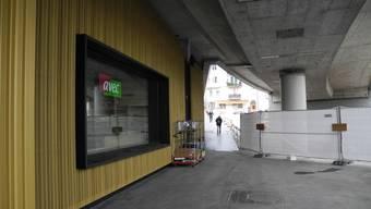 Der Hardplatz hat ein neues Café unter der Hardbrücke. Mit dem Fahrplanwechsel im Dezember 2017 wird die neue Tramlinie der VBZ in Betrieb genommen.