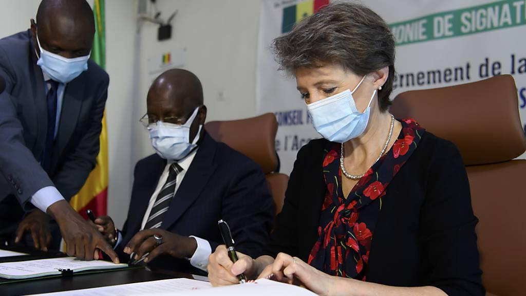 Sommaruga unterzeichnet Klimaabkommen mit Senegal