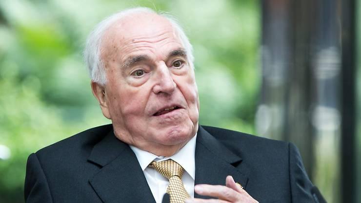 Als Folge eines schweren Sturzes war Helmut Kohl seit 2008 gesundheitlich schwer angeschlagen. Nun ist der Alt-Bundeskanzler gestorben. (Archiv)