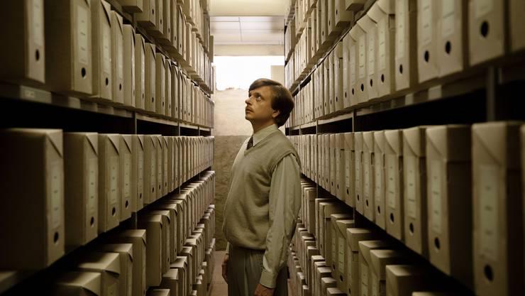 Philippe Graber spielt einen Polizisten und soll Theaterleute bespitzeln: «Moskau Einfach!» thematisiert die Fichenaffäre von 1989 und eröffnet im Januar die Solothurner Filmtage.