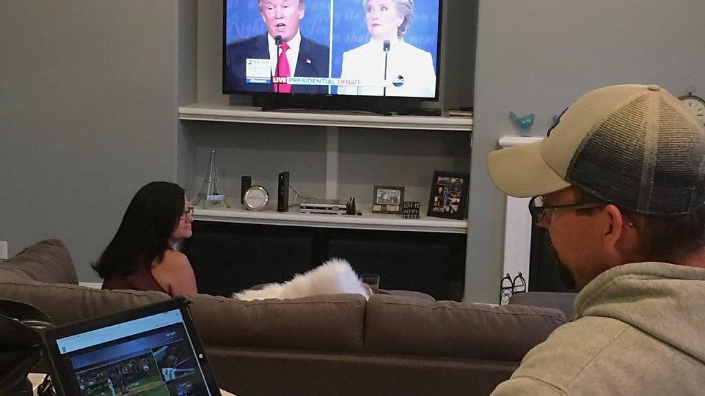 Das letzte TV-Duell der Kandidaten Trump und Clinton vor den US-Präsidentschaftswahlen fiel erneut auf grossen Zuspruch beim Publikum.