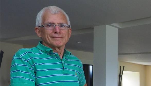 Der gebürtige Zürcher Oberländer ist Treuhänder (*1941 ). Er lebt seit 2005 in Oensingen, ist dort SVP-Gemeinderat.