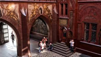 Der schmucke Innenhof des Basler Rathauses hat sich in den letzten Jahren zum Publikumsmagnet entwickelt (Foto vom Pfingstmontag).