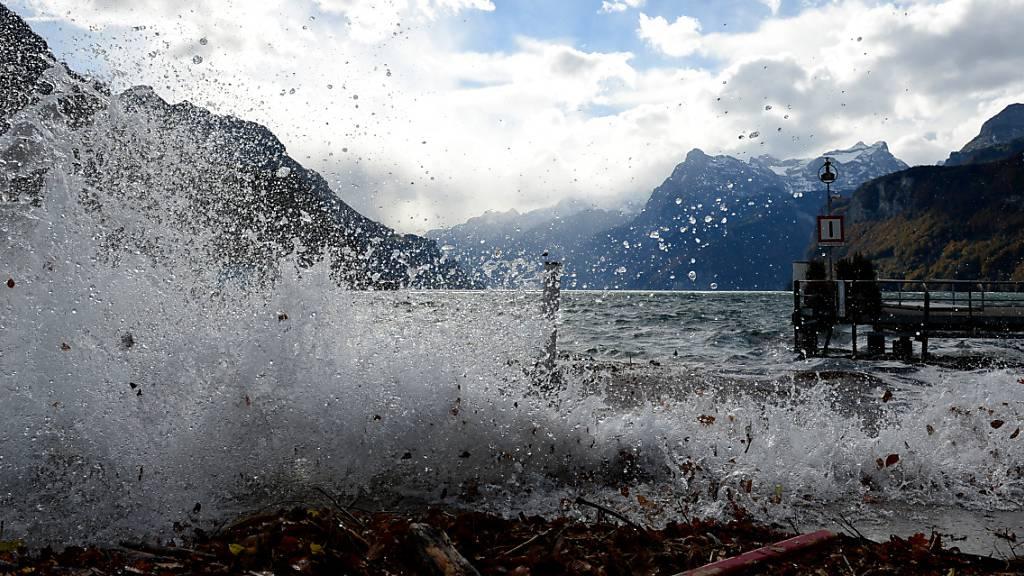 41-jähriger Kitesurfer treibt leblos im Urnersee