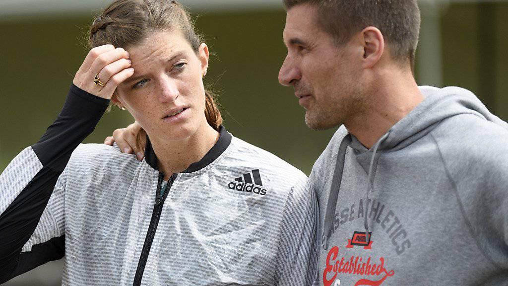 Laurent Meuwly mit der Schweizer Hürdenläuferin Lea Sprunger