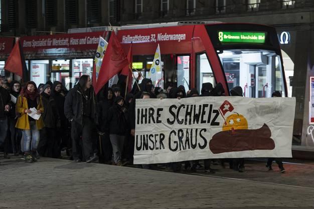 In Bern demonstrierten 600 Personen gegen das Abstimmungsergebnisse zur Masseneinwanderungs-Initiative.