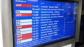 Was die SBB schon lange können, soll der BGU auch: Elektronische Anzeigetafelb, die auch Verspätungen anzeigen. (Archiv)