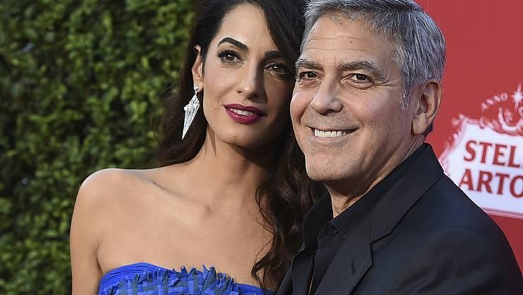 Sie spenden im Namen ihrer Kinder eine halbe Million Dollar an die Anti-Waffen-Bewegung von Jugendlichen: Amal und George Clooney. (Archivbild)