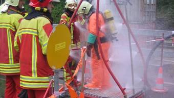 Feuerwehrleute im Einsatz (Symbolbild)