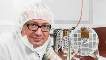 Projektleiter Säm Krucker übergab STIX eigenhändig der ESA, damit es in die Raumsonde eingebaut werden konnte.