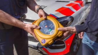 Jetzt in jedem Fahrzeug der Regionalpolizei Muri ein Defibrillator