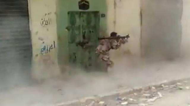 Ein Kämpfer der Freien Syrischen Armee (Archiv)