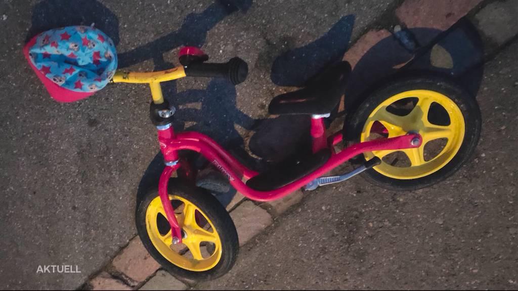 Horrorunfall: Auto überfährt 2-Jährigen bei Parkmanöver gleich zwei Mal