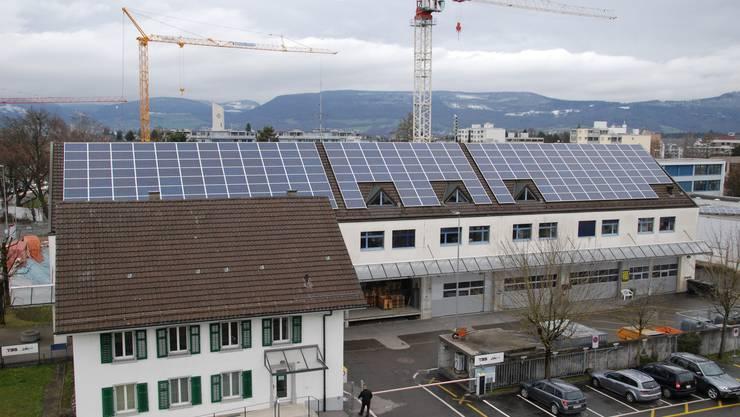 Die 2. Anlage von suhrsolar ist auf dem Dach der Technischen Betriebe Suhr installiert.