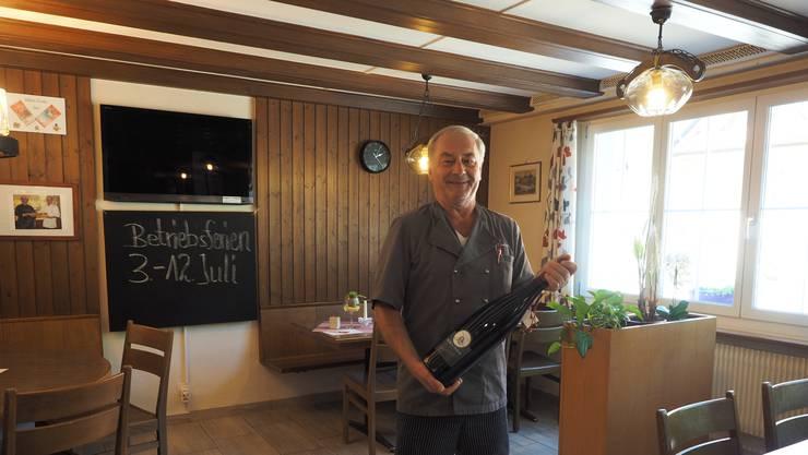 Ist bereit für die «1. AHV Vernichtung»: Turi Eiholzer, bald 65, wirtet seit 35 Jahren im Fricktal.