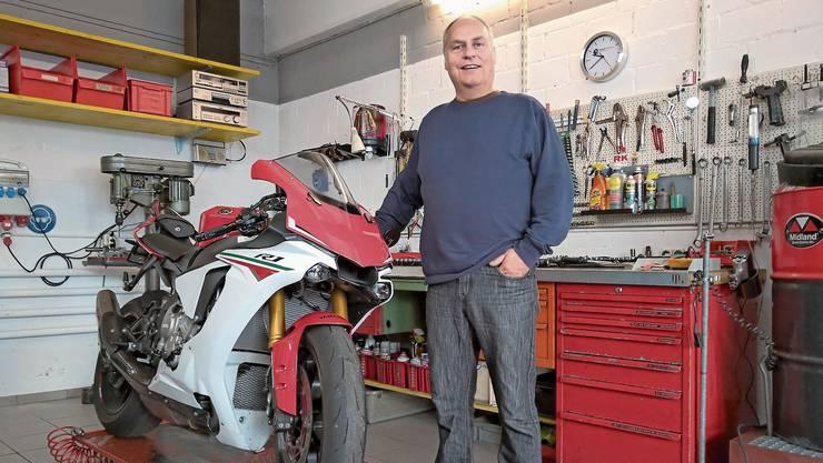René Koch in seiner neuen Werkstatt: Morgen Freitag feiert er die Eröffnung.