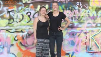 Sozialarbeiterin Alice Holden (rechts) und ihre Nachfolgerin bei der Quartierentwicklung Suhr, Sarah Holz.