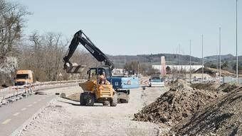 Bau der neuen Rheinstrasse bei der Salina Raurica.